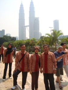 Di depan Twin Tower (Foto : Badar)